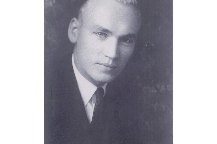 Dr Beckman College Age Portrait.jpg