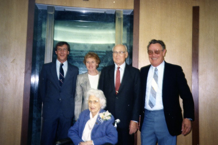 Mabel Arnold O Arnold S Arnie Pat family portrait.jpg